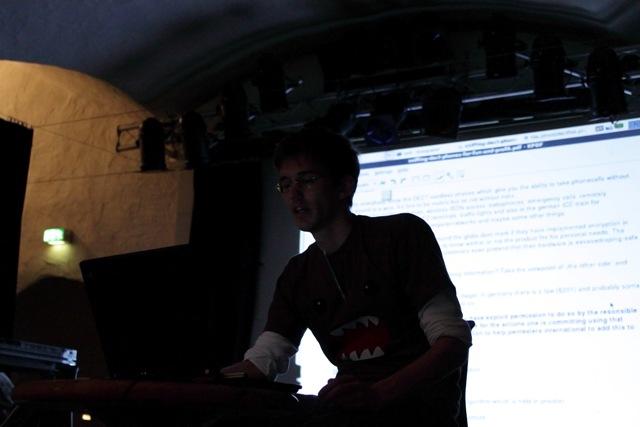 Backtrack Day 2009 - SMTX bei seinem DECT Vortrag 03
