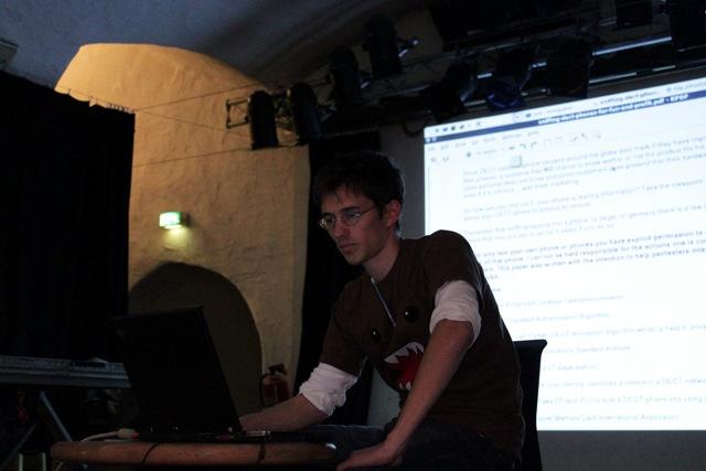Backtrack Day 2009 - SMTX bei seinem DECT Vortrag 02